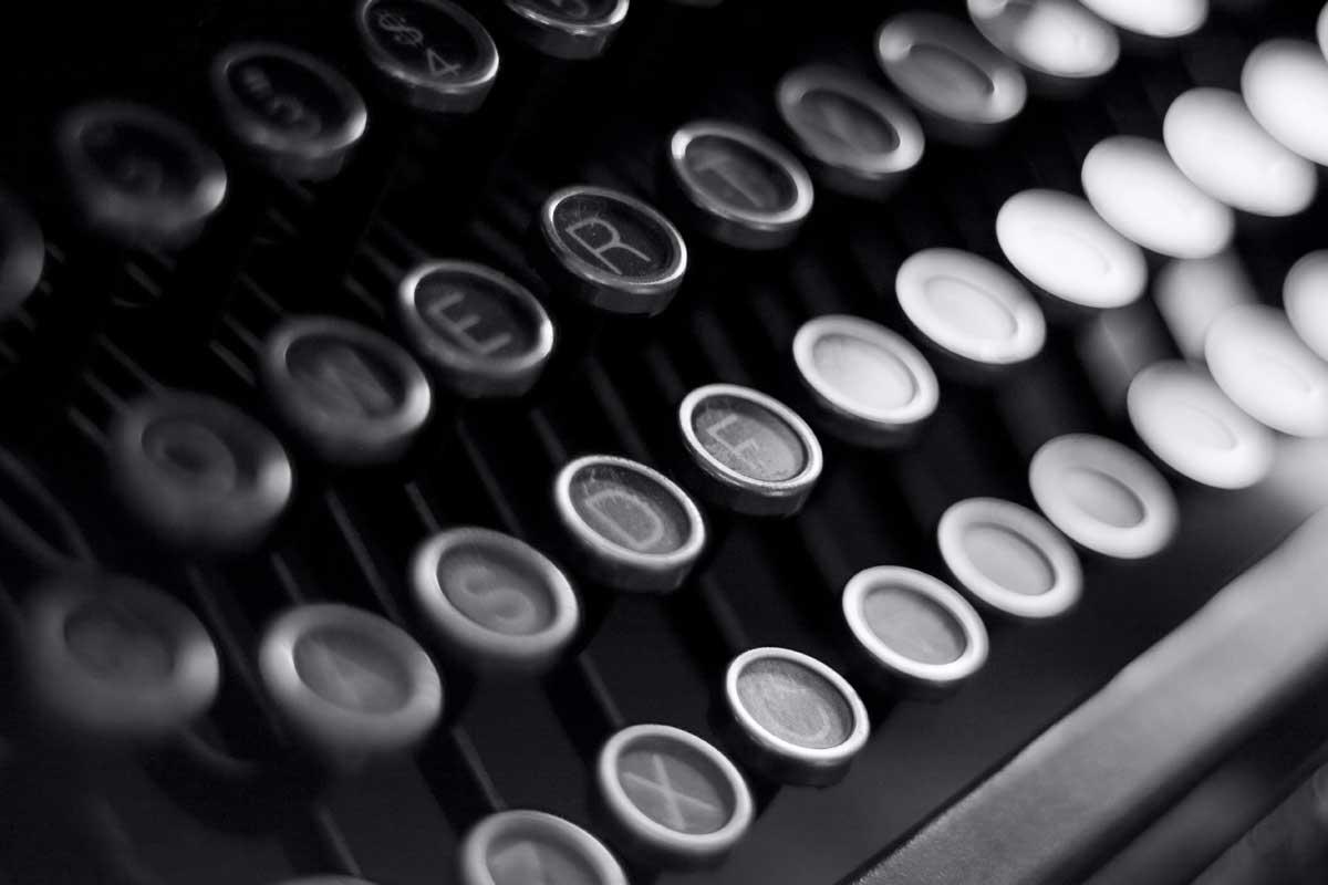 SEO copywriting guide - Black and white typewriter image