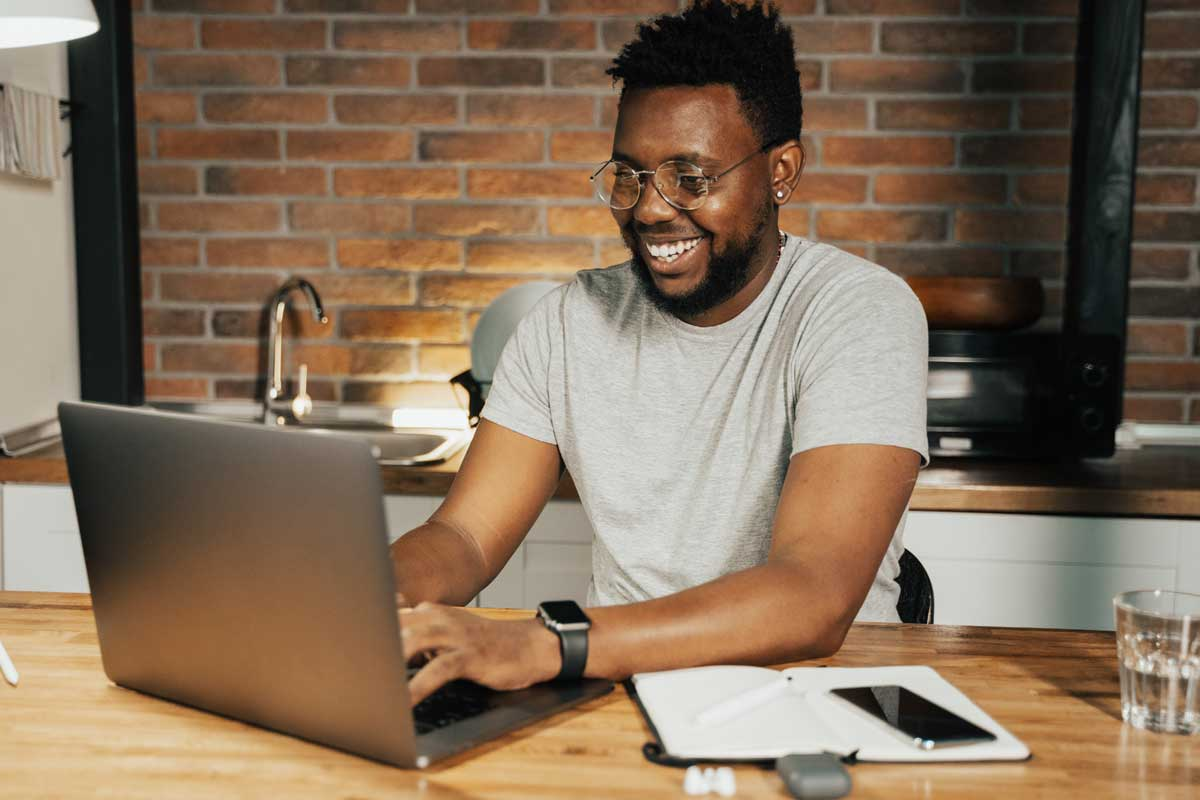 B2B copywriting - Shows a man typing on a laptop